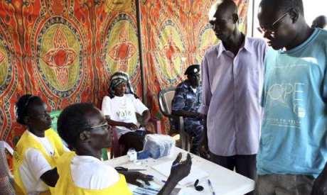 Sudanese register to vote