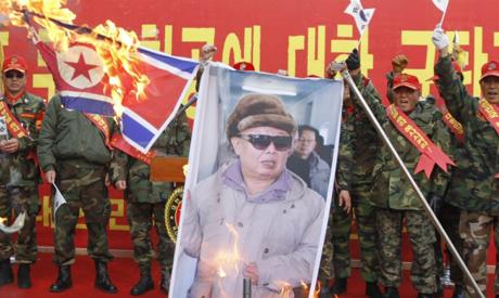 Marines burn N.Korean flag