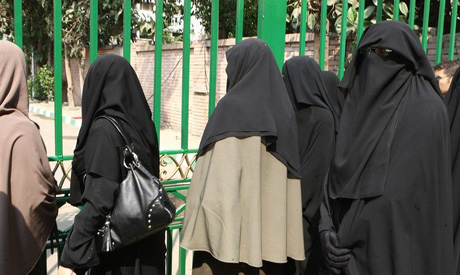 Neqabi girls in front of university