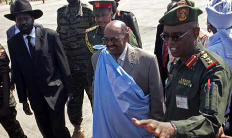 Al-Bashir(C) and Salva Kiir  (L) 4 January 2011. (AP)