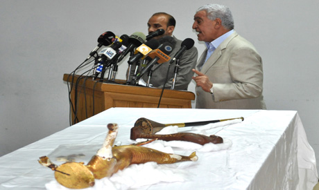 Hawass with the retrieved objects