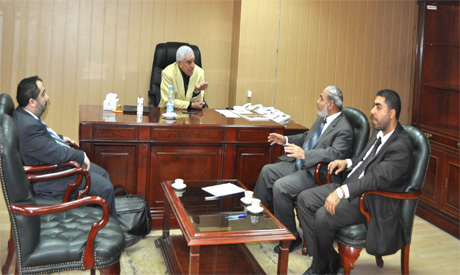 Hawass with the Palestinian delegation