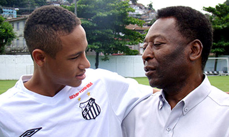 Neymar with his natural curly hair talking to Pele who also has kinky hair