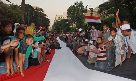 Protesters hold huge flag as they march to the Cabinet offices Monday July 12 (photo by: Mai Shaheen