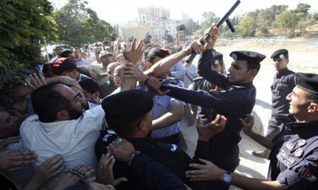 Jordanian Police uses batons to disperse protests (Reuters photo)