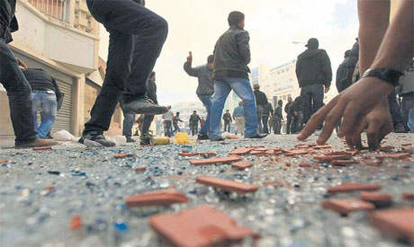 Tunisian police fire in air to disperse rioters (Reuters photo)