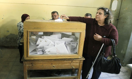 Egyptian lady votes in last March referendum