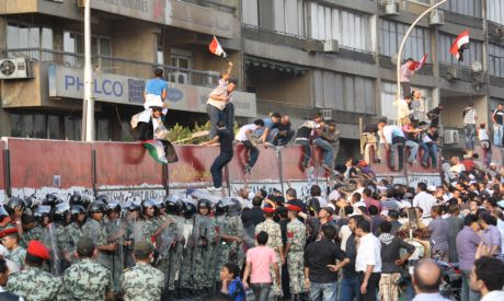 Egyptian protesters trying to bring down the concrete wall outside the Israeli embassy in Giza (phot