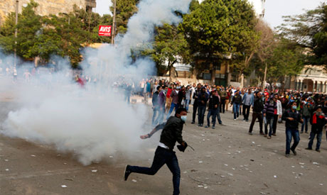 Human shield formed to halt clashes near Tahrir