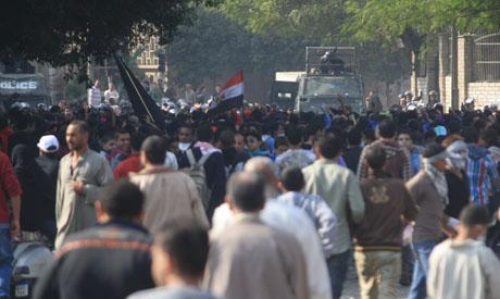 Packed Tahrir Square defiant as deadlock prevails over Morsi decree 2