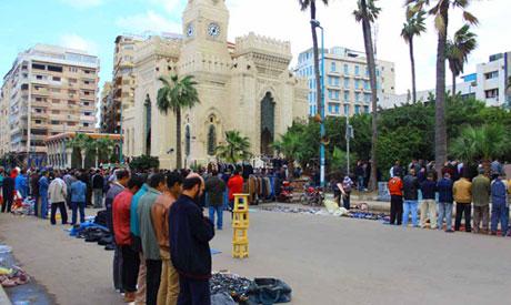 Constitutional referendum ignored inside mosques