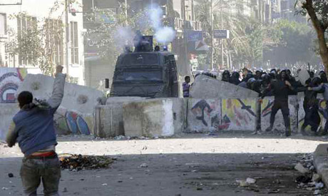 Protesters hurl stones at CSF