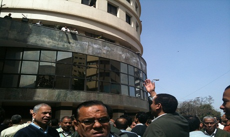 Newspapers workers protest in front of Akhbar Al Youm building