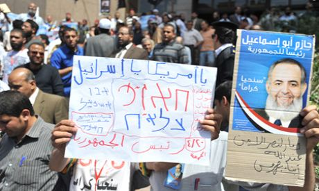 Abu Ismail supporters outside the State Council building, Wednesday (Photo by: Ahram)