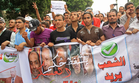 Protesters march on Tahrir