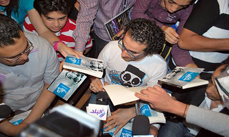 Actor Ahmed Helmy's book signing event attracts fans that came to see ...