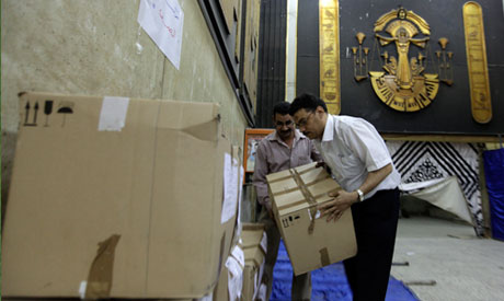 Egyptians carry box containing ballots for 2012 presidential election at Cairo court (AP)