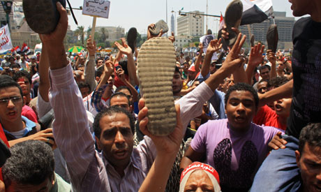 Protesters raise shoes up in disrespect of presidential candidate Ahmed Shafiq (Photo: Mai Shaheen)
