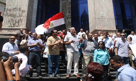 Protestors in front of Journalism Syndicate (Photo: Mohamed Nada)