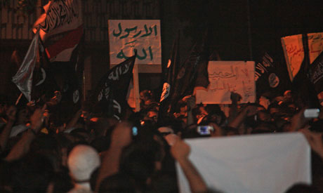 Egypt army intervenes to pacify Salafist protest at US embassy