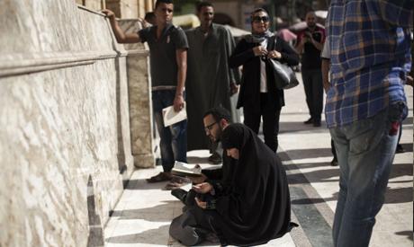 Egyptian Shias pray outside of the al-Hussein mosque