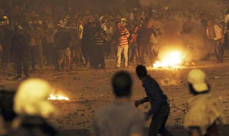 Members of the Muslim Brotherhood clash with anti-Morsi protesters around Al-Ittihadiya palace