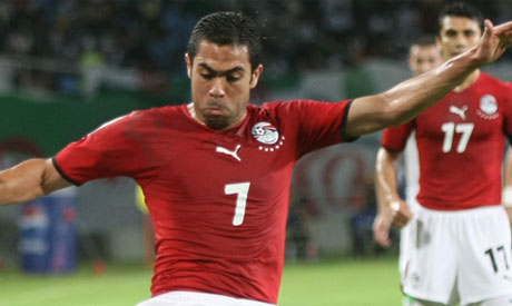 Ahmed Fathi (R) of Egypt