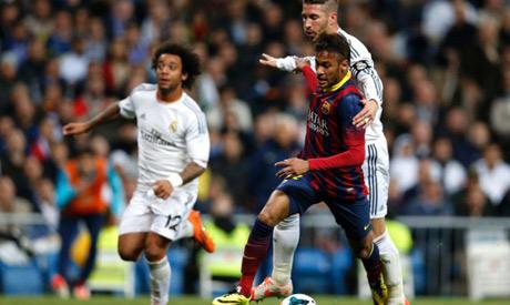 Sergio Ramos and Neymar struggling for the ball