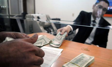 Dollars Pounds exchange(AP)