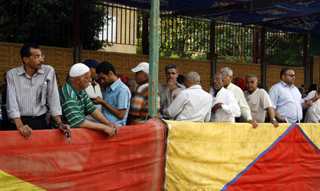 Long queues of voters