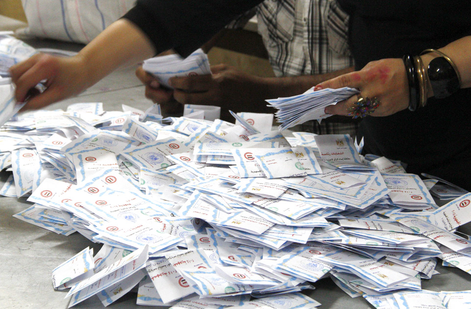 PHOTO GALLERY: Counting votes in Egypt's presidential ...