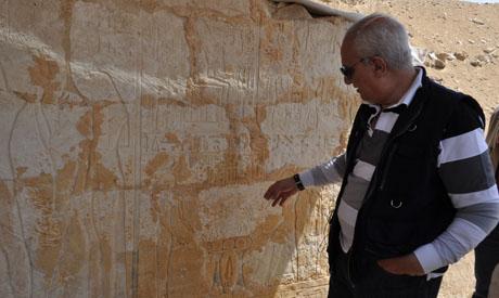Ibrahim explains a wall painting
