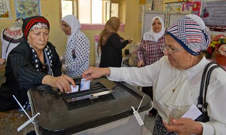 An Egyptian woman casts her ballot