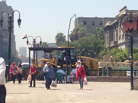 Army vehicles guard site cleared of street vendors on Ramsis street (Photo: Marina Barsoum)