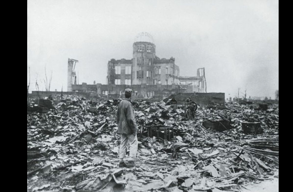 an analysis of the atomic warfare and the use of atomic bomb on japan During the decision to drop atomic bombs on japan, president harry s truman  and his fellow politicians had to  essay on the effects of the atomic bomb.