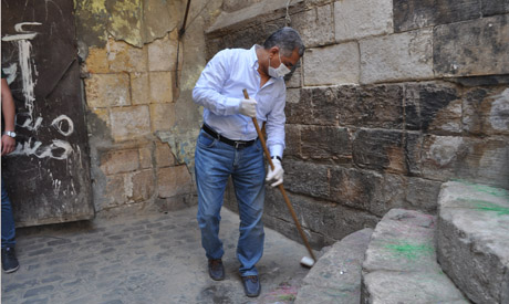 El-Damaty paticipating in the cleaning campaign