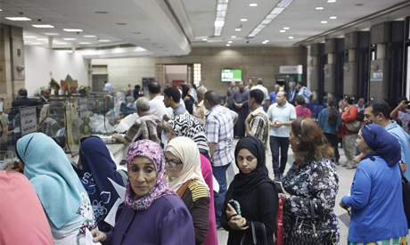 People queue to buy Suez Canal investment