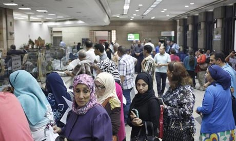 People queue to buy Suez Canal investment certificates