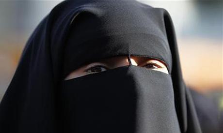 Full veil woman