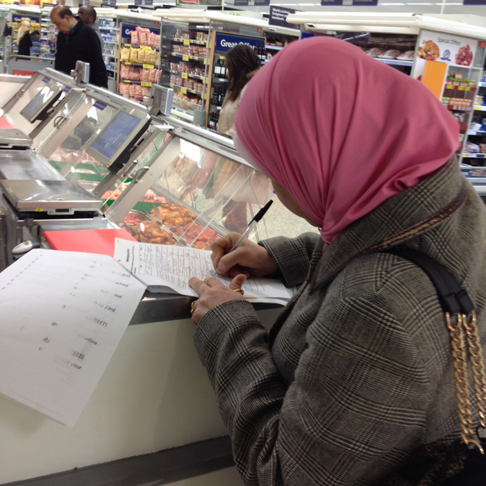 Muslim woman signs the pro-Islamic slaughter petition