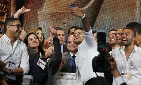 Sisi selfies