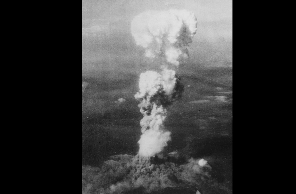 hiroshima and nagasaki translate it into hindi essays Justification for using atomic bombs on hiroshima and nagasaki essay - on august 6, 1945 an american b-29 bomber named the enola gay dropped an atomic bomb on the japanese city of hiroshima this was the first use of nuclear weapons in the history of human warfare and almost the last.