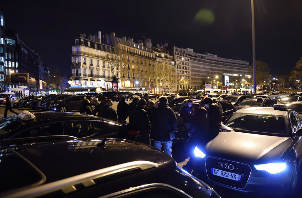 photo gallery french taxi drivers protest labour reforms multimedia ahram online. Black Bedroom Furniture Sets. Home Design Ideas