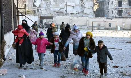 Civilians evacuate the eastern districts of Aleppo (Photo: Reuters)