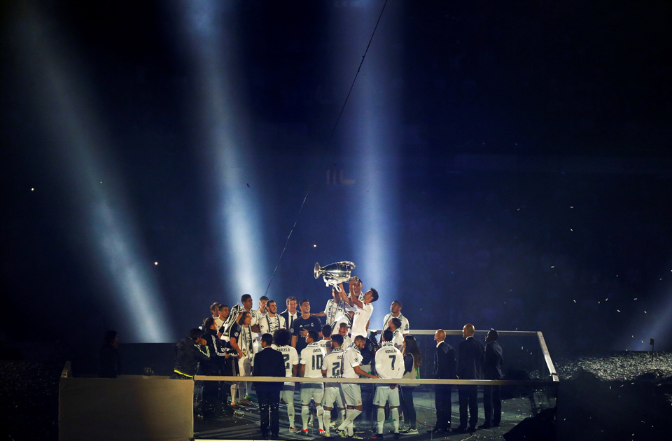 Real Madrid Players Hold Up The Champions League Trophy During A Victory Ceremony Reuters