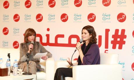 Yosra El Lozy talking with Shelbaya at Esma3ni Campaign
