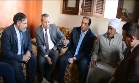 Daqahliya governor during a visit to the victim