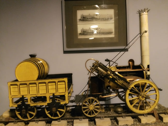 Model of rocket locomotive and tender