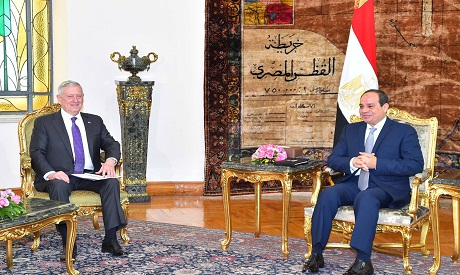 US Defense Secretary Arrives in Cairo for Sisi Meeting