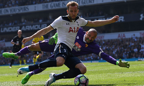 Kane nets 4 in Spurs' 6-1 romp over Leicester